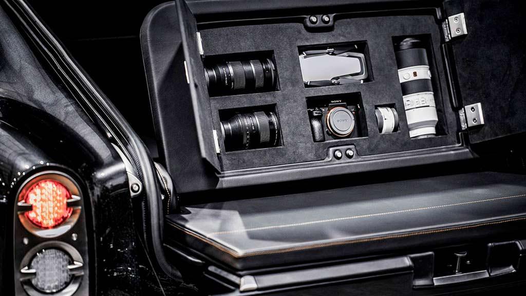 Отсек для фотоаппарата под полом багажника
