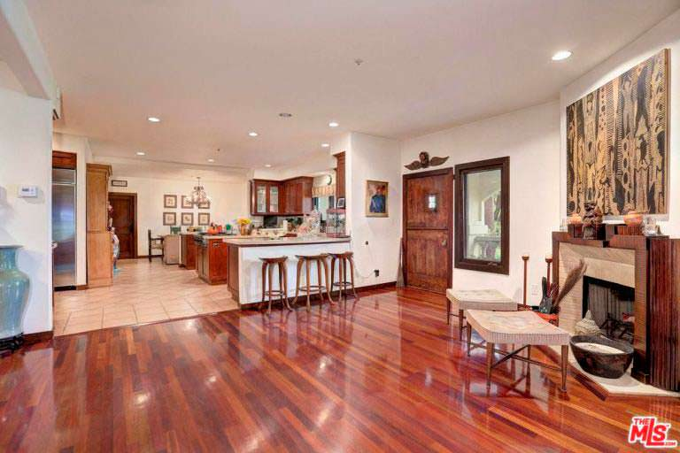 Дизайн кухни гостиной в доме знаменитости