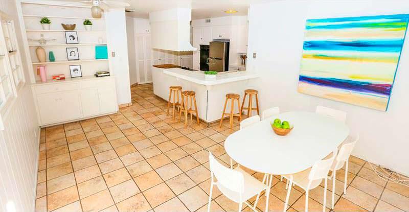 Кухня в доме из «Криминального чтива» в Студио Сити
