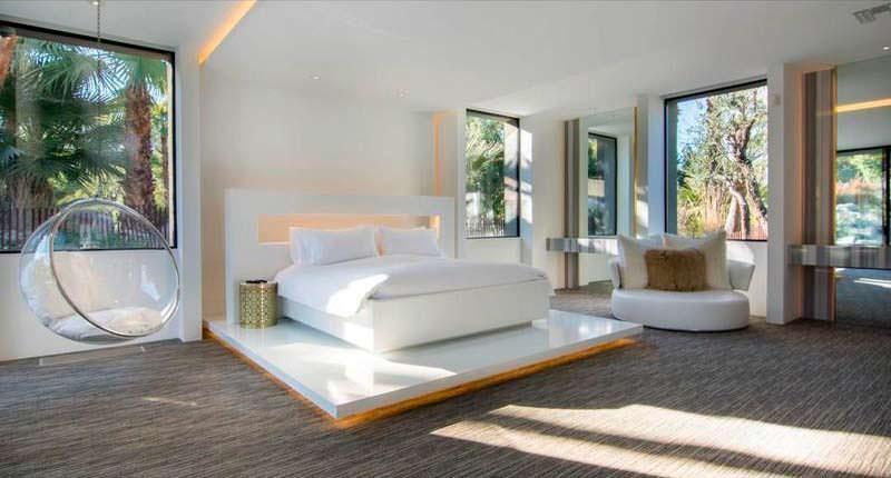 Красивый дизайн спальни в белых тонах