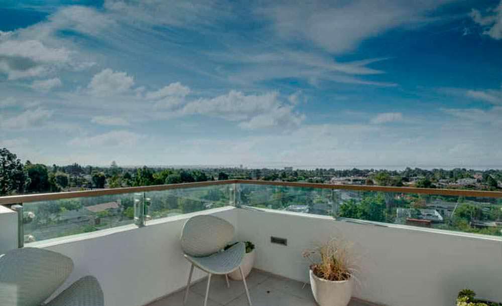 Терраса дома с видом на Лос-Анджелес