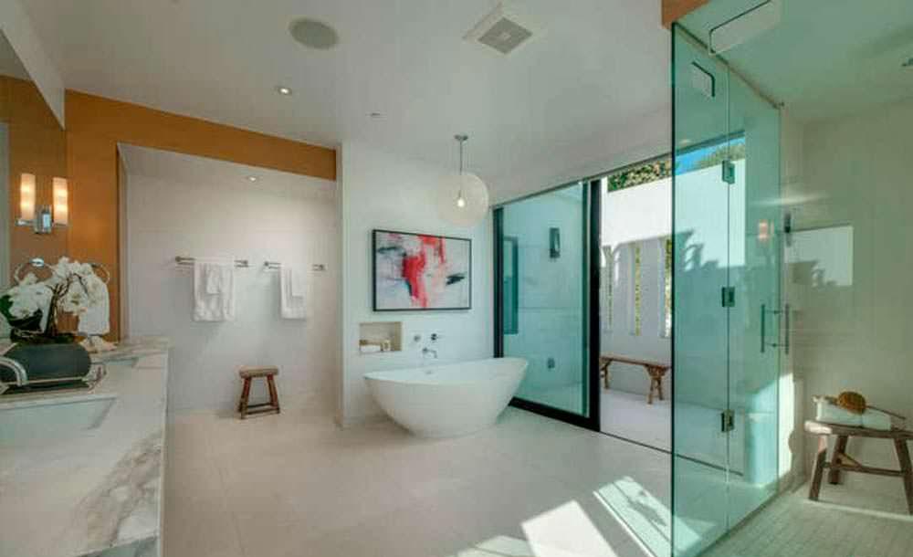 Современный дизайн ванной комнаты с мрамором
