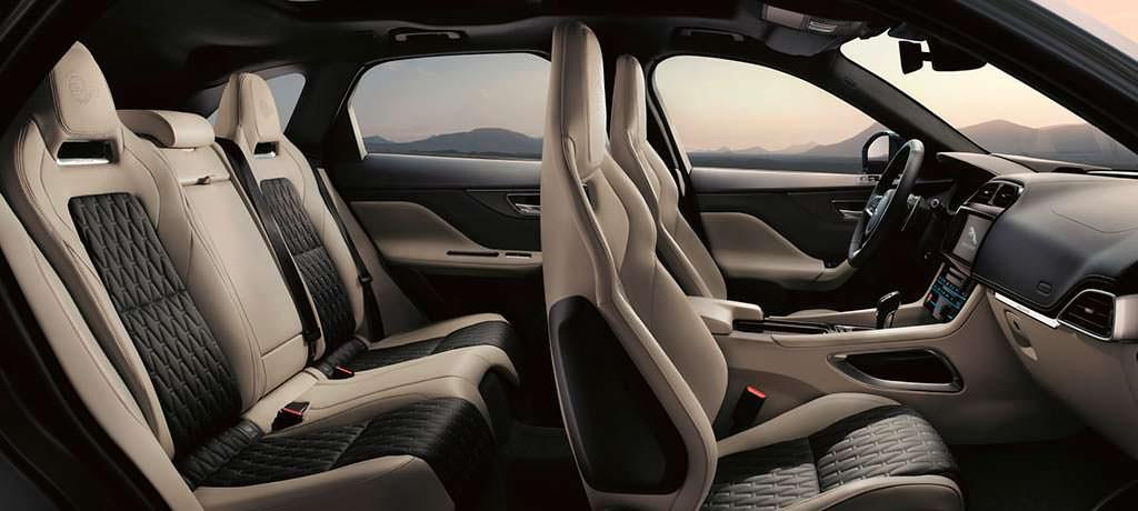 Фото салона Jaguar F-Pace SVR