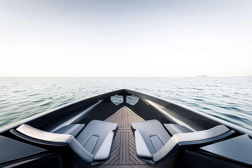 Палуба катера на подводных крыльях Foiler