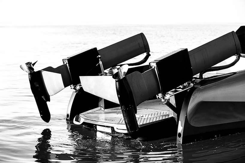 Складные подводные крылья и двигатели катера Foiler