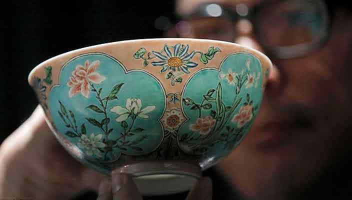 Китайская чаша времен императора Канси продается за $26 млн