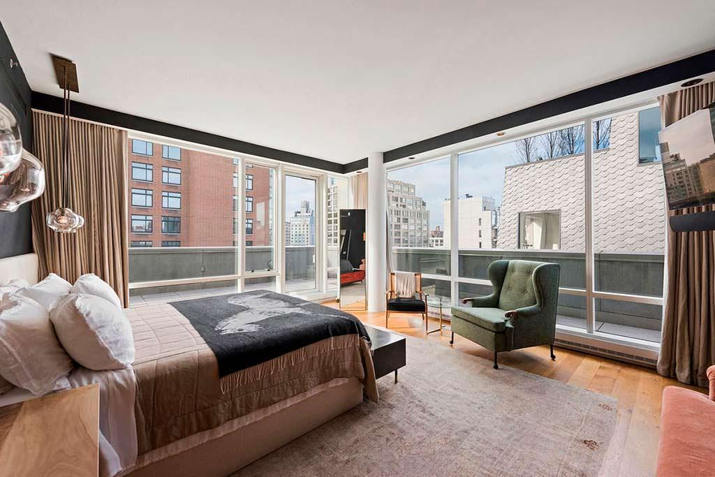 Спальня квартиры с видом на Манхэттен