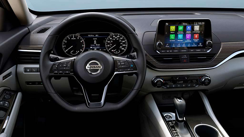 Фото внутри Nissan Altima шестого поколения