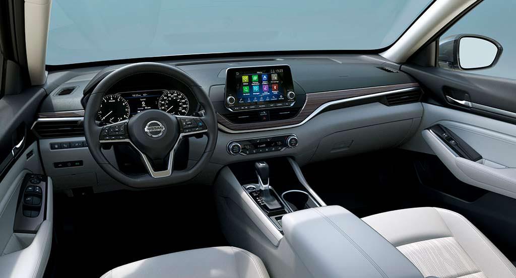 Фото салона Nissan Altima шестого поколения