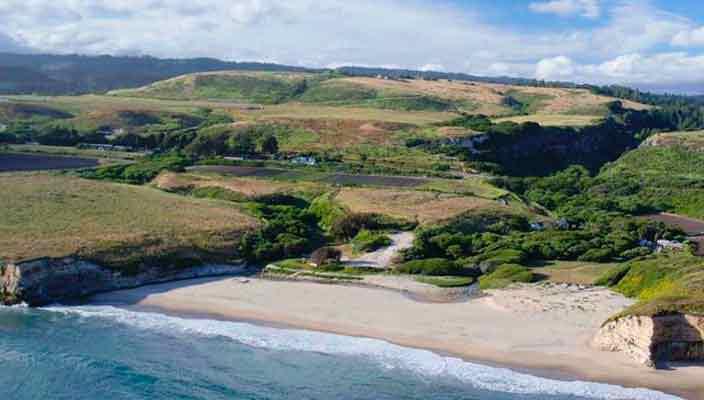 Бывший нудистский пляж в Санта-Круз продают по цене $35 млн