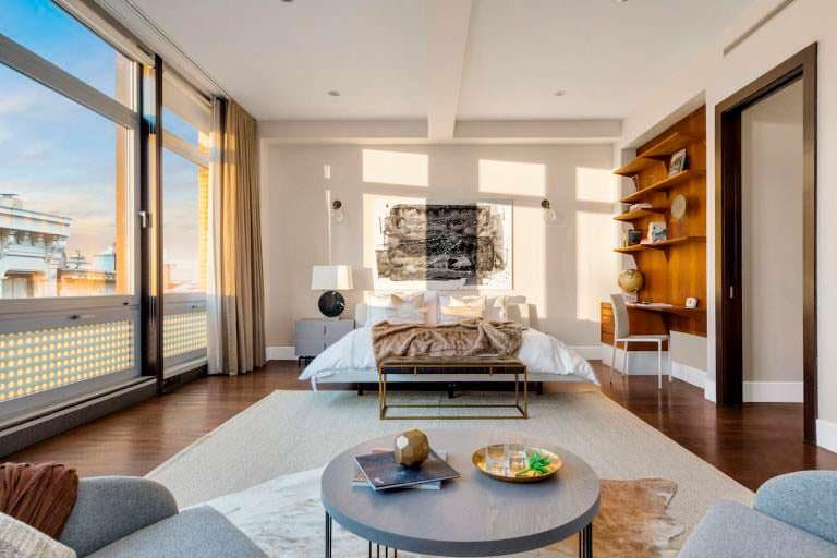 Спальня в квартире Майка Майерса