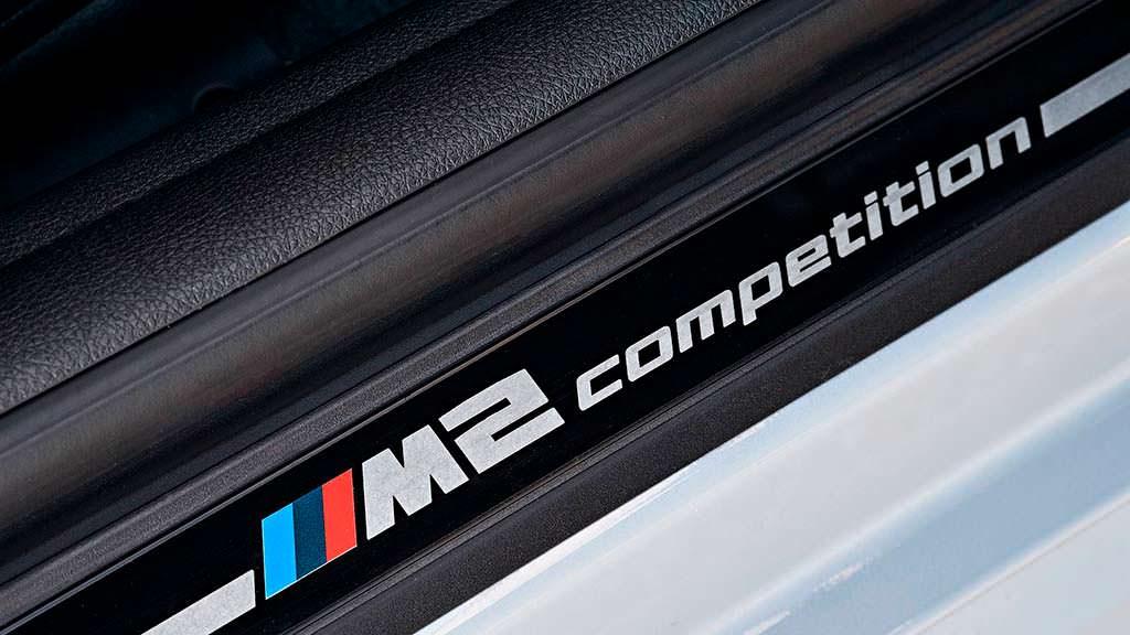 Дверные пороги с надписью BMW M2 Competition