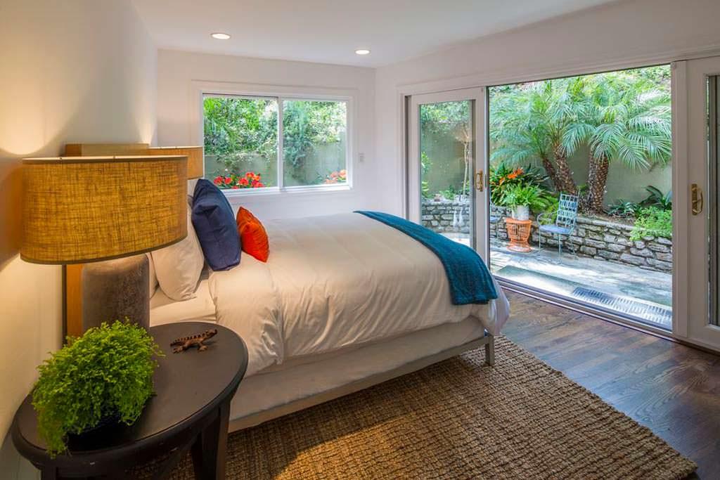 Дизайн спальни в доме актрисы Анны Фэрис