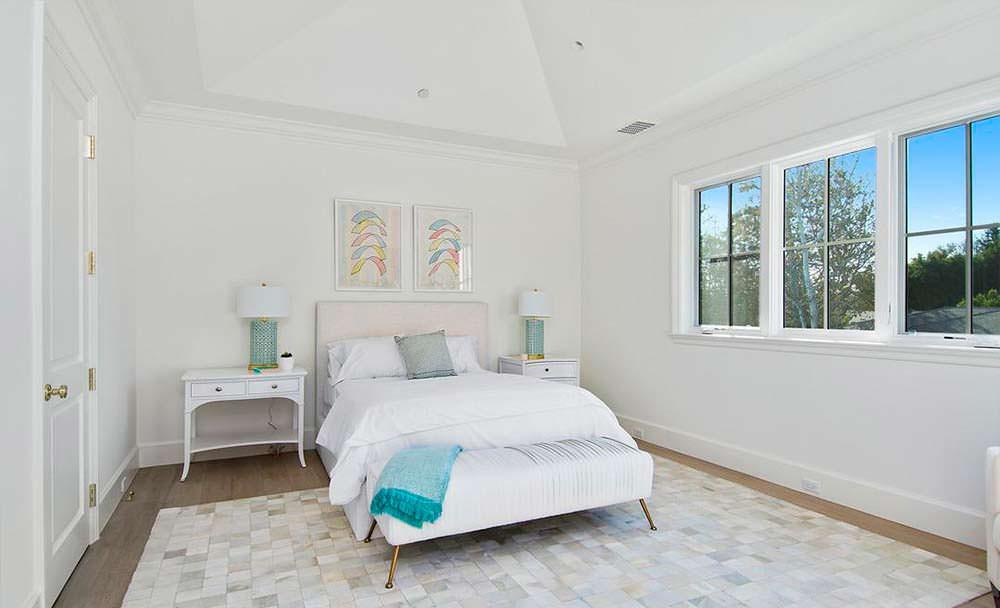 Одна из семи спален в доме Бена Аффлека