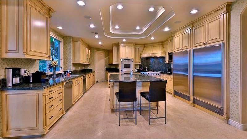 Кухня в доме Dr. Dre