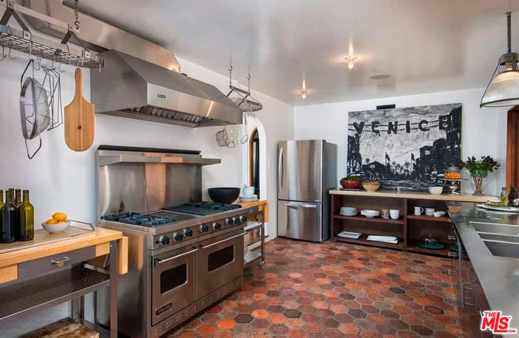 Современная кухня в доме 1923 года постройки