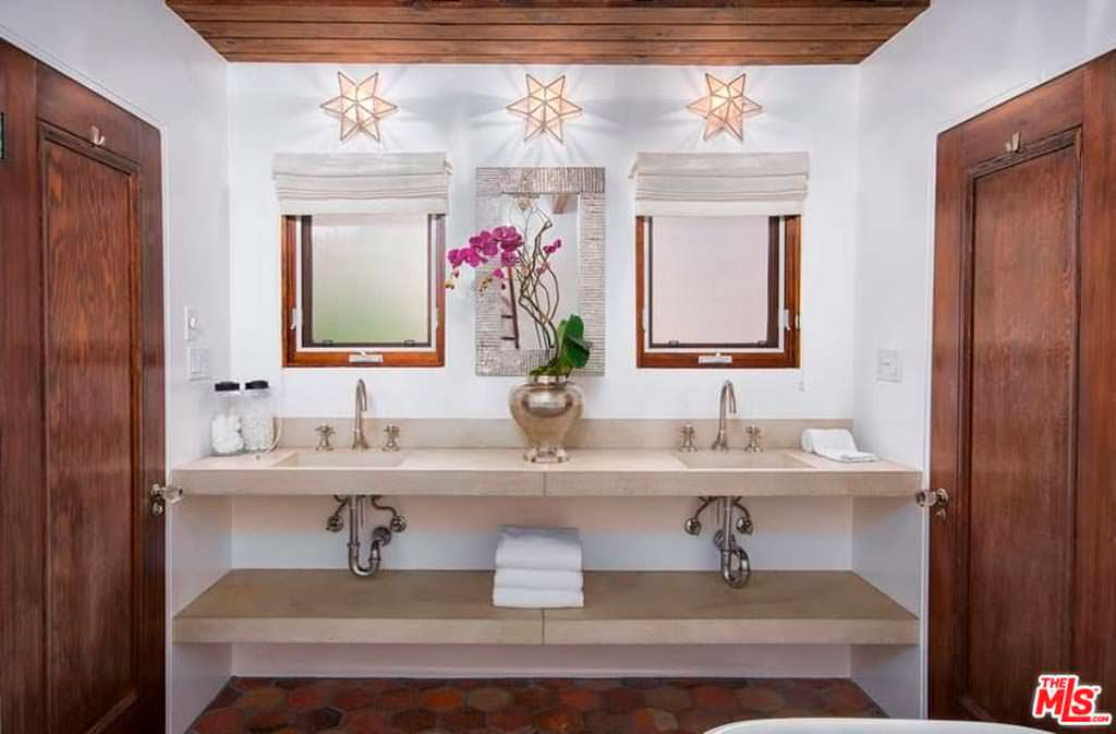 Ванная комната в испанском стиле
