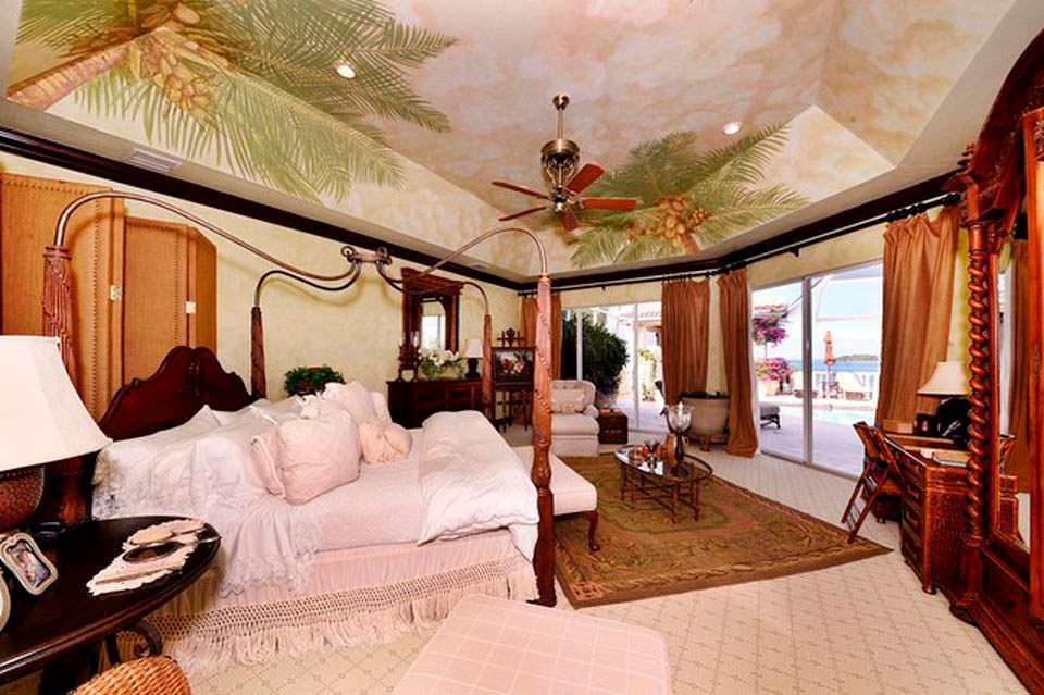 Спальня прибрежного дома