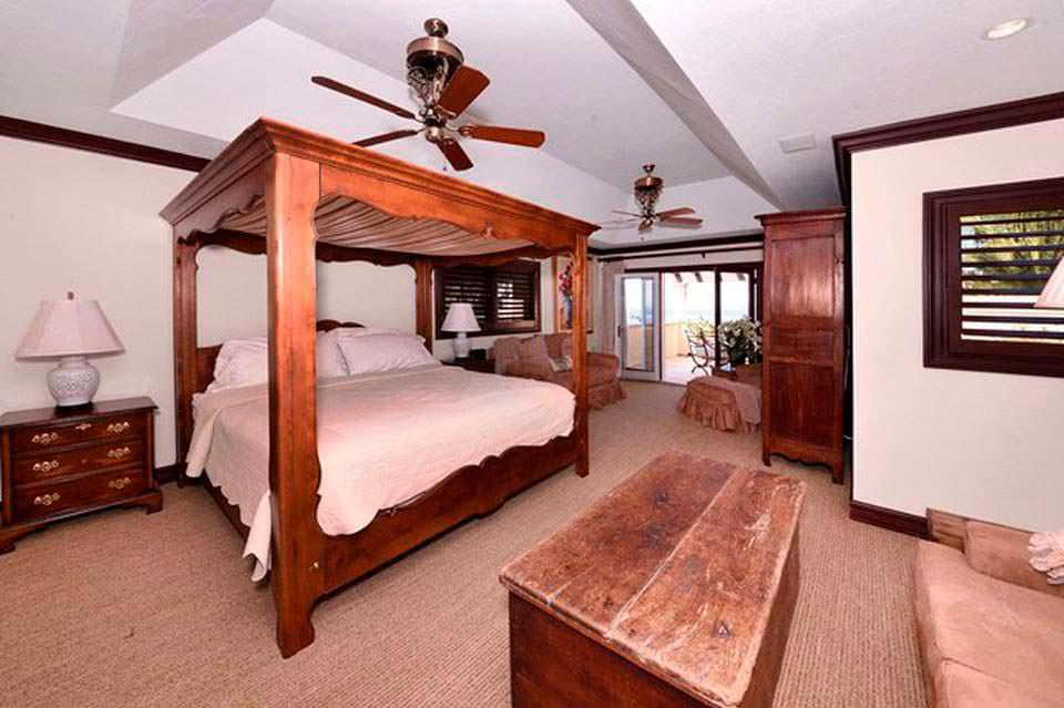 Дом с восемью спальнями