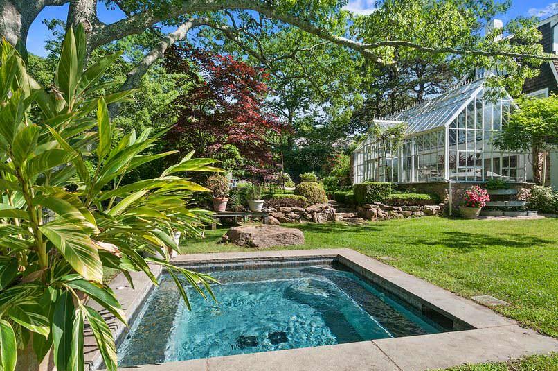 Дом с бассейном и оранжереей модели Кристи Бринкли