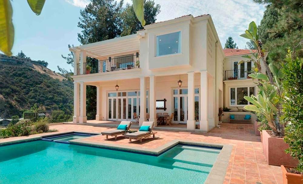 Дом с бассейном и пятью спальнями