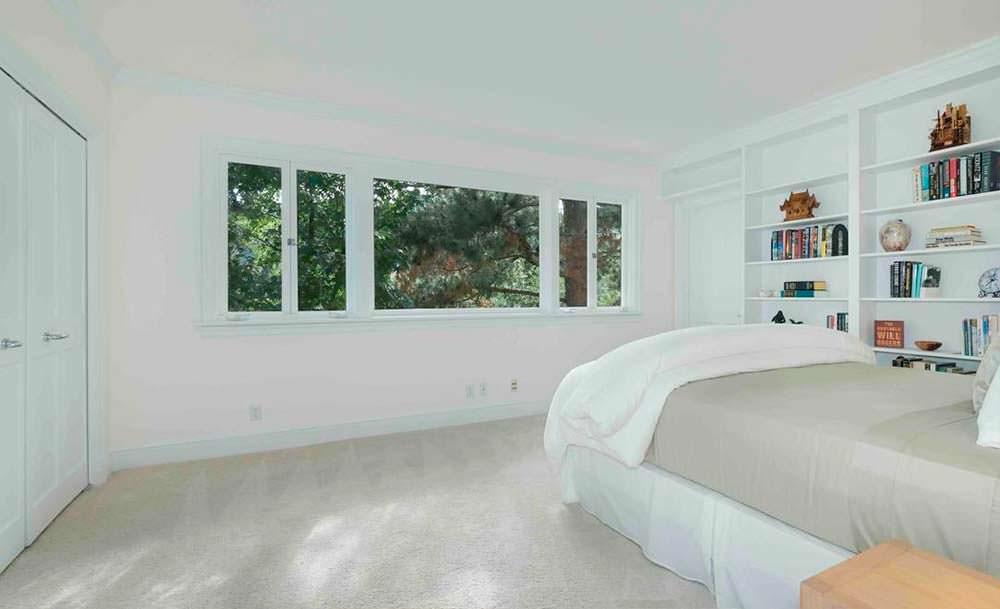Одна из пяти спален в доме