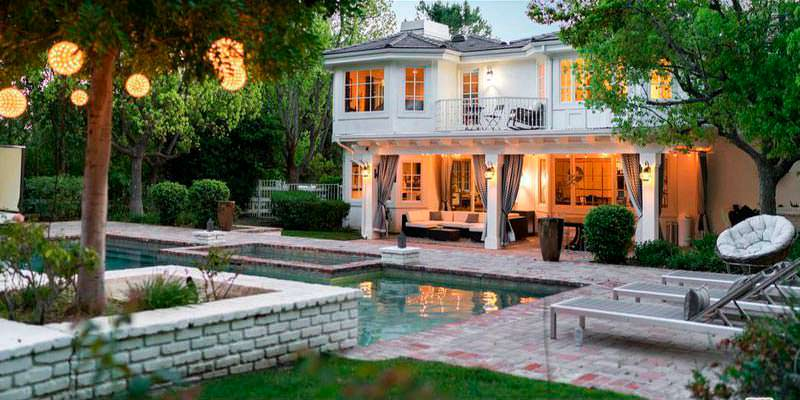 Дом с бассейном Омара Си в Хидден-Хилс