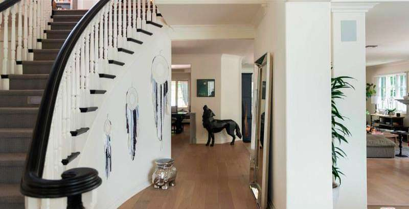 Фойе с парадной лестницей