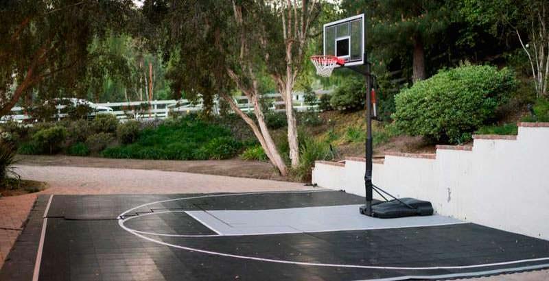 Собственная баскетбольная площадка у дома