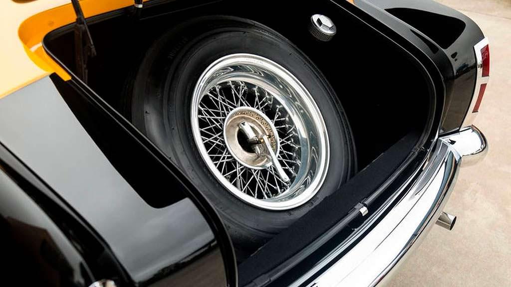 Запасное колесо в багажнике Ferrari 212 Inter 1952 года