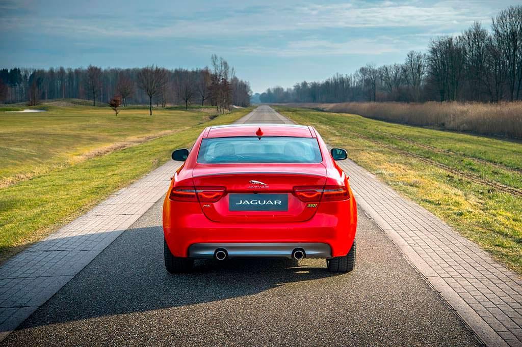 Новый Jaguar XE 300 Sport