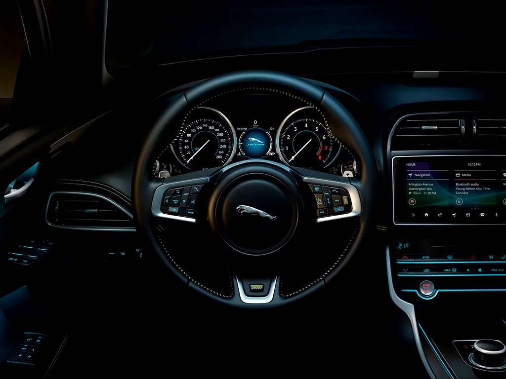Спортивный мультируль Jaguar XE 300 Sport