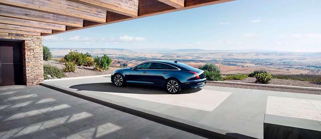 Jaguar XJ50 в честь 50-летнего юбилея модели