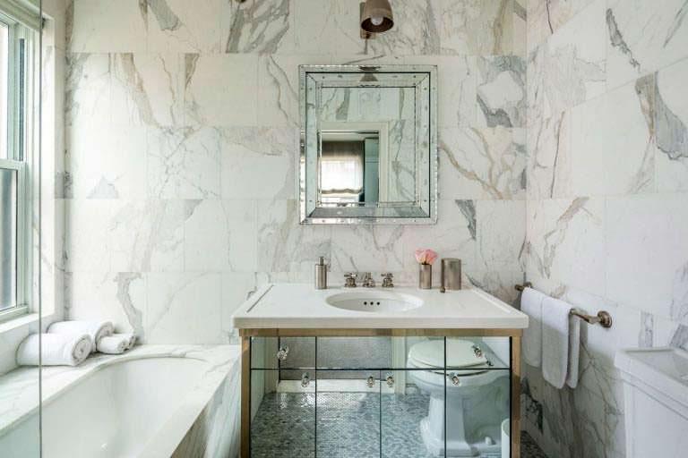 Натуральный мрамор в ванной комнате