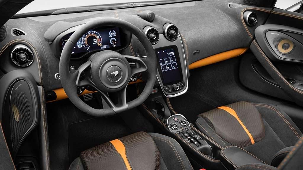 Фото салона McLaren 570S Spider Design Edition