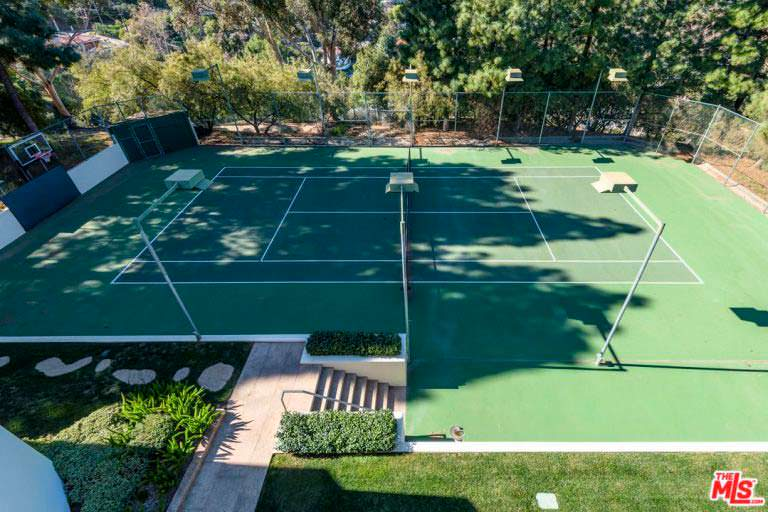 Собственный теннисный корт