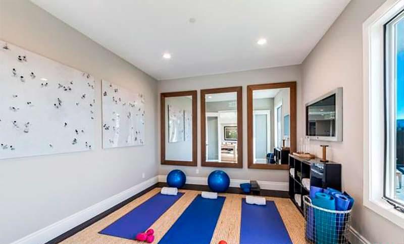 Домашняя студия йоги / фитнеса