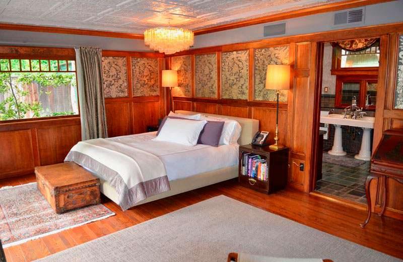 Дизайн спальни в доме 1959 года постройки