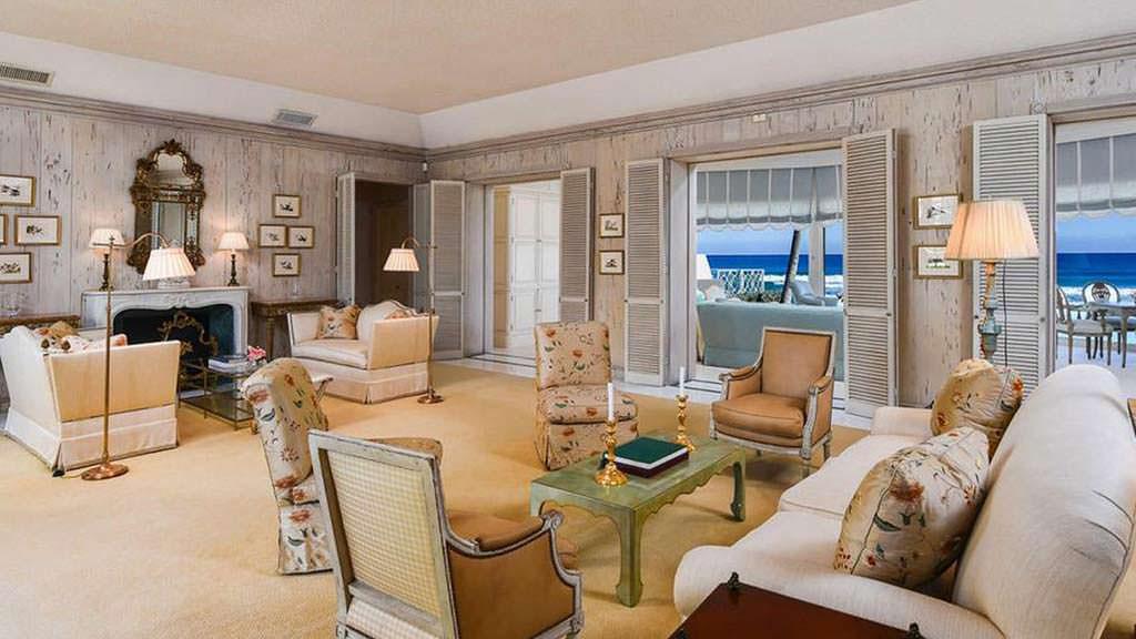 Элитный дизайн гостиной с камином