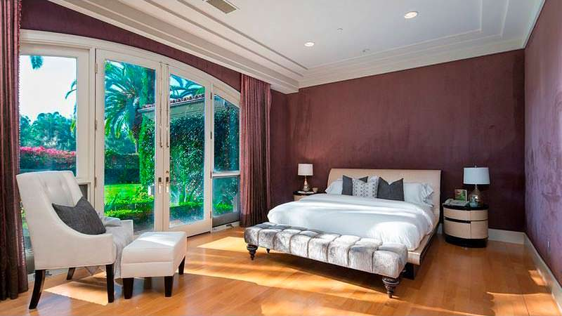 Одна из пяти спален дома у Дина Кунца