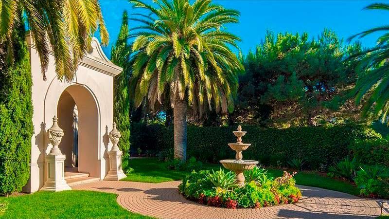 Внутренний двор с фонтаном