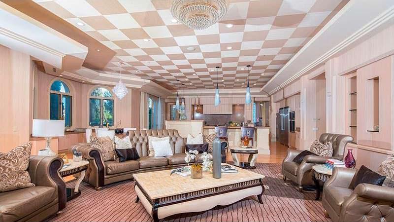 Дом писателя Дина Кунца с пятью спальнями