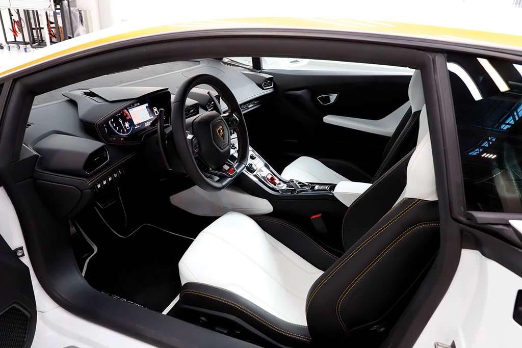 Салон Lamborghini Huracan Папы Римского Франциска
