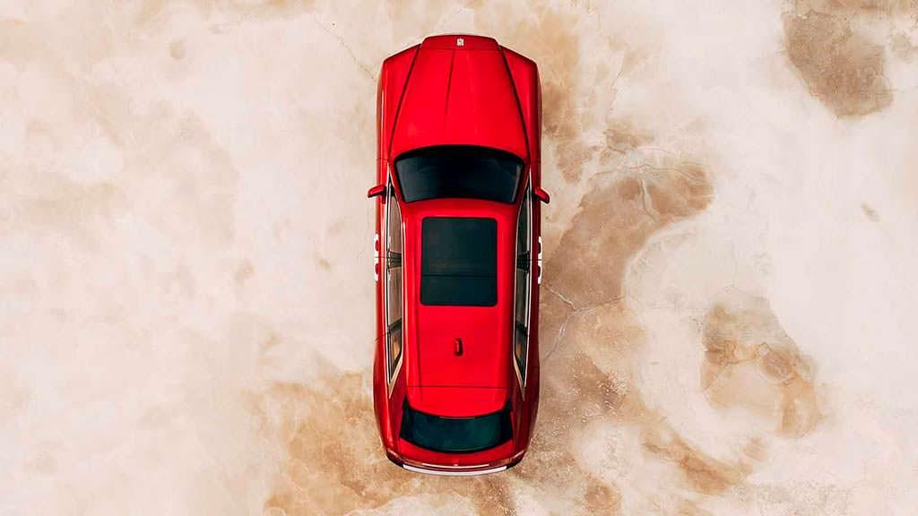 Люк в крыше Rolls-Royce Cullinan
