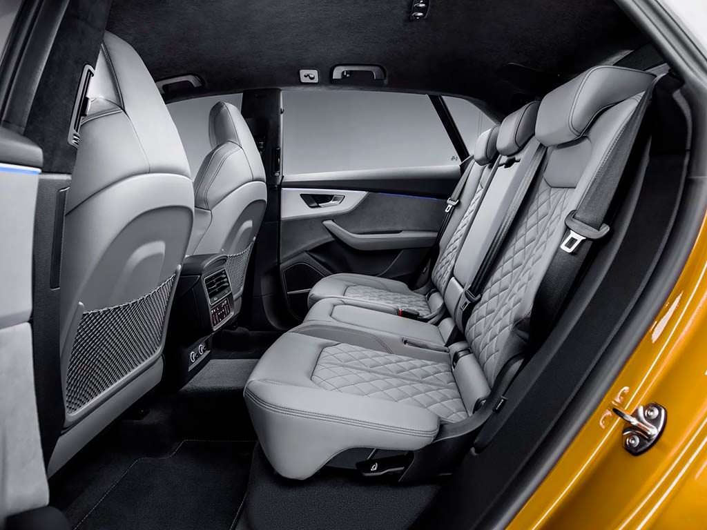 Задний диван Audi Q8