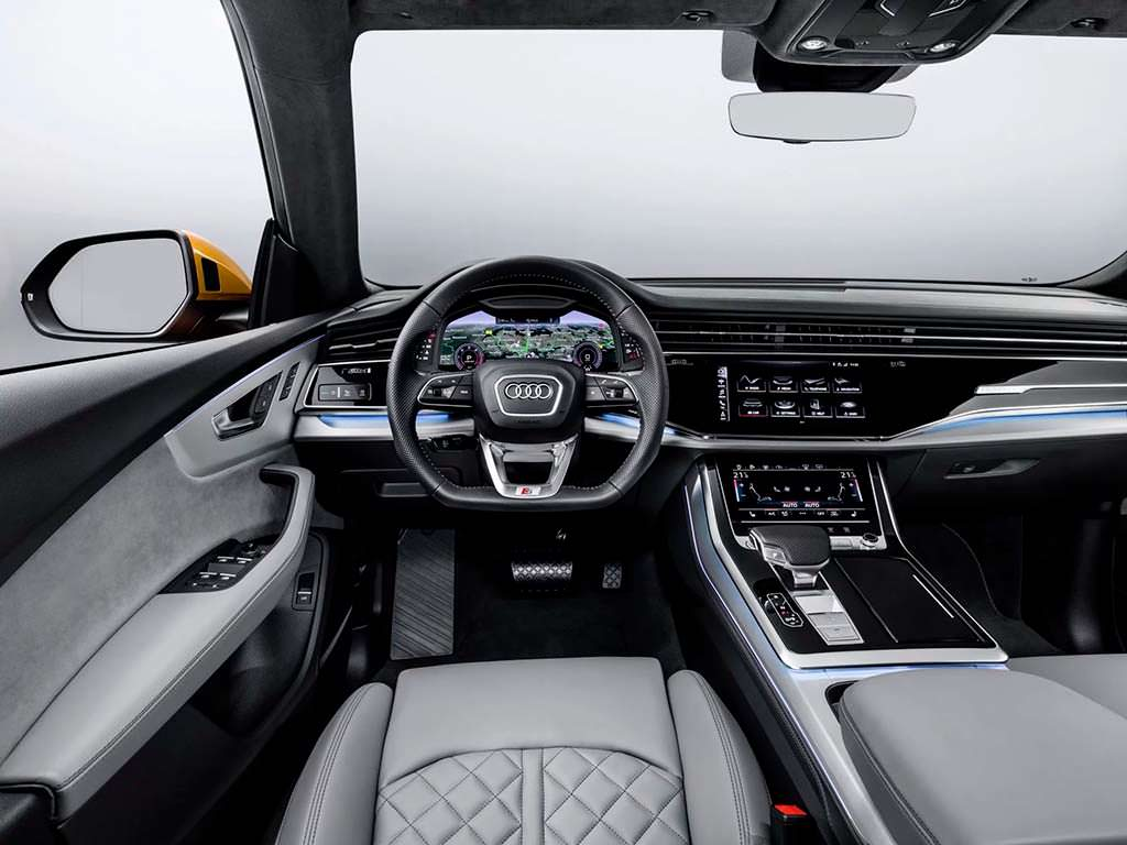 Салон Audi Q8
