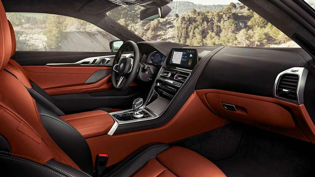 Фото внутри BMW 8-Series нового поколения