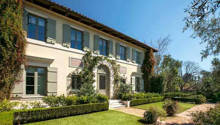 Актер Джеймс Белуши продает дом в Брентвуде | фото, цена