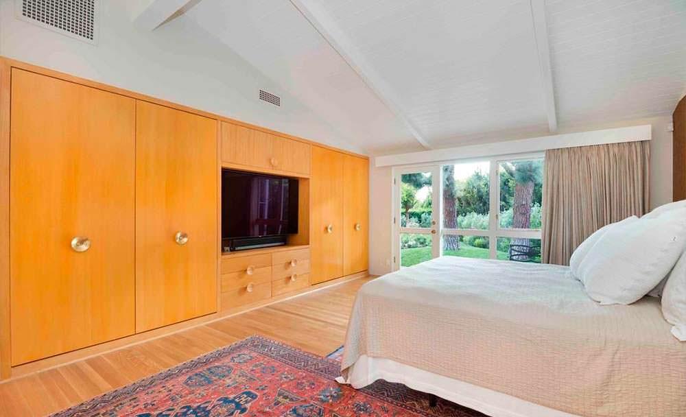 Встроенная мебель в дизайне спальни
