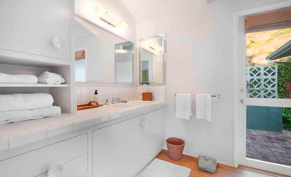 Ванная в белом стиле